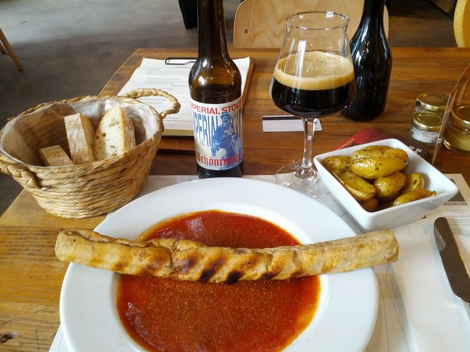 Currywurst amb patates al forn i Schönramer Imperial Sotut